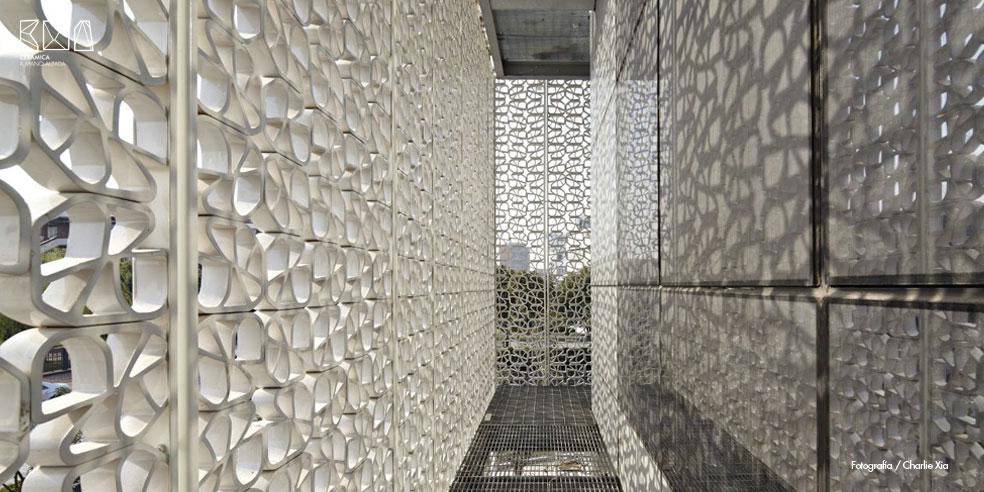 Cerámica a mano alzada_GEL_Celosía cerámica interior
